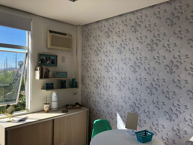 Papel-De-Parede-Adesivo-3D-Branco-Arabesco-Para-Banheiro-Conforto