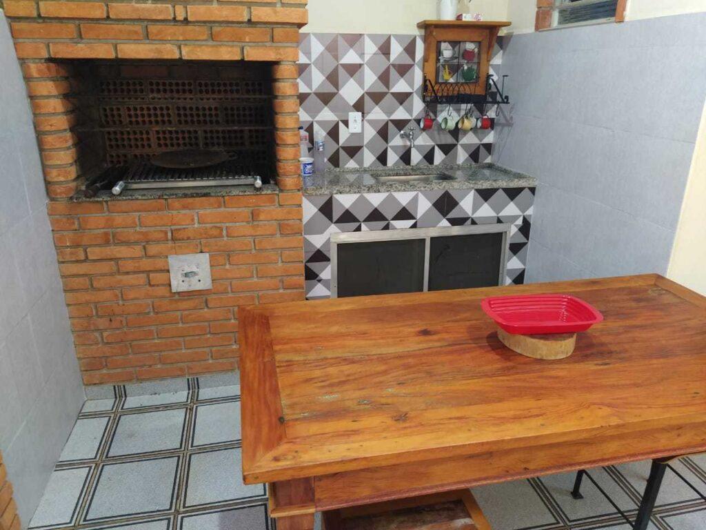 Dicas de decoração para varanda pequena, churrasqueira, cozinha, área gourmet, Defacile, cimento queimado
