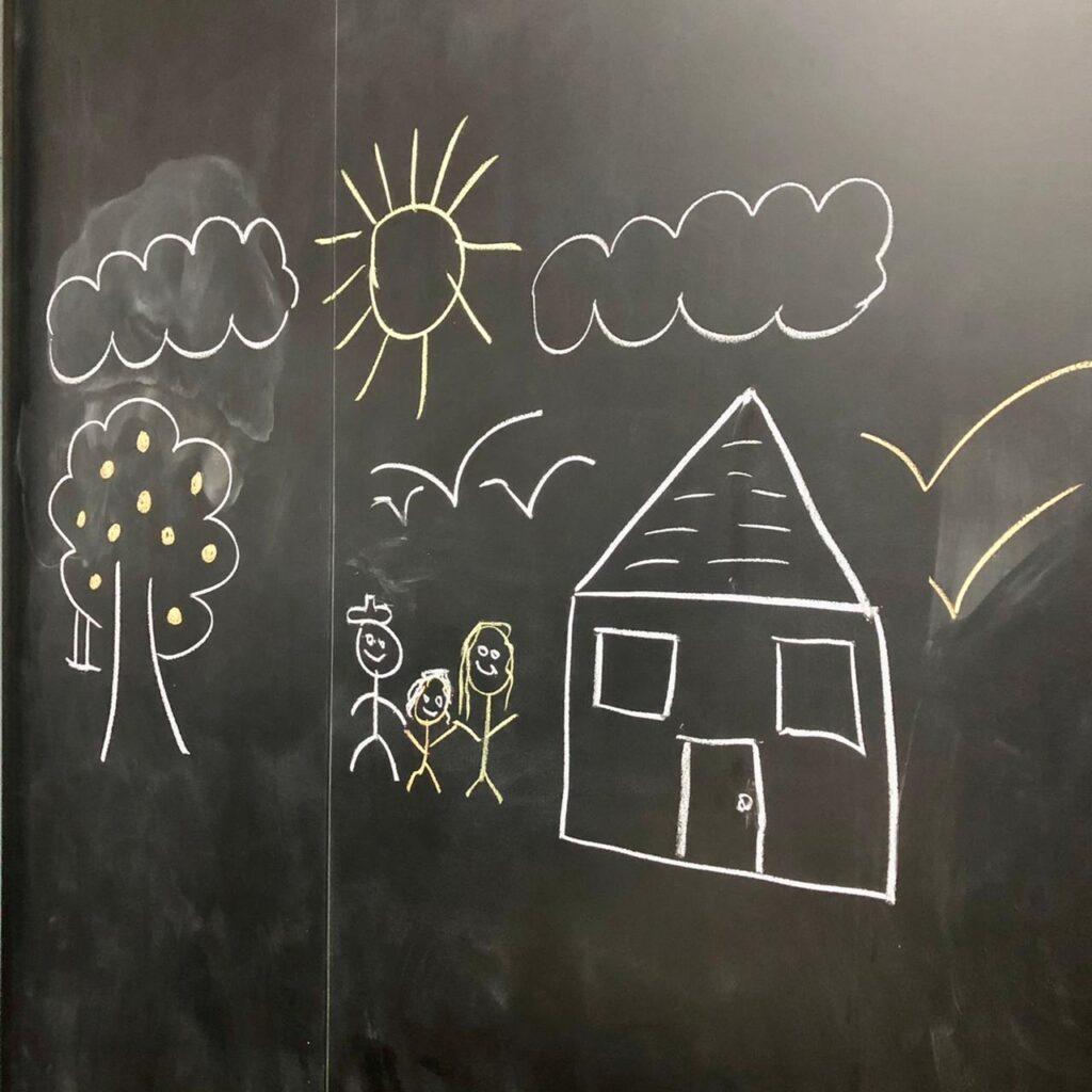 Papel de parede lousa-lousa-Defacile-infantil-quarto infantil-brinquedoteca