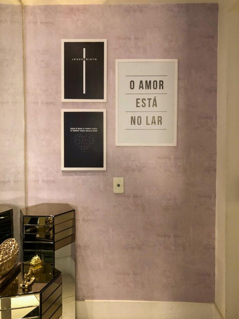 Kit 2 Quadros Defacile O Amor Está no Lar. Kit 2 Quadros Deus é bom o tempo todo, o tempo todo Deus é bom.
